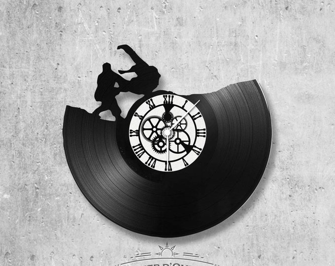 Vinyl record clock 33 rounds Judo theme