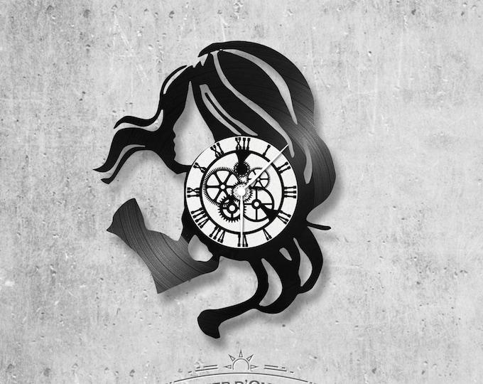 Vinyl 33 clock towers theme hair woman