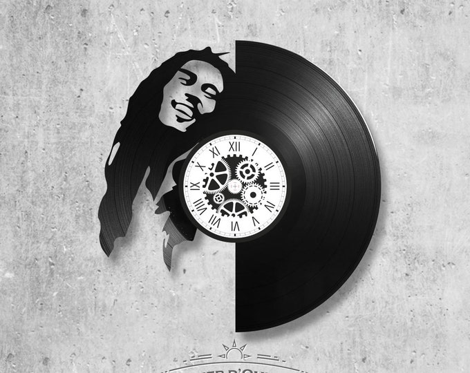 Vinyl record clock 33 rounds Bob Marley theme