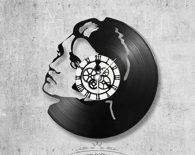 Vinyl 33 clock towers elvis theme