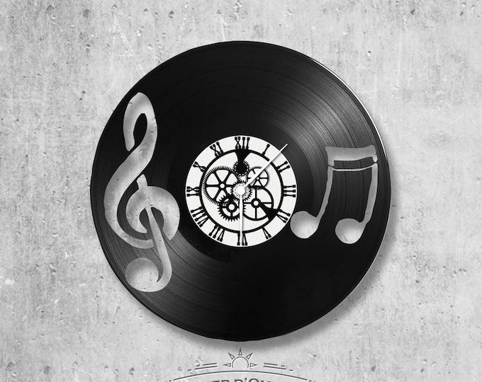 Vinyl 33 clock turns music theme