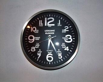 pädagogische Uhr schwarz mit led-Licht 30