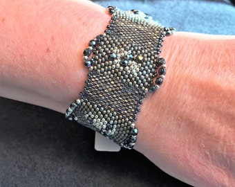 NO 186 Hand Beaded Crystal and Glass Bracelet.