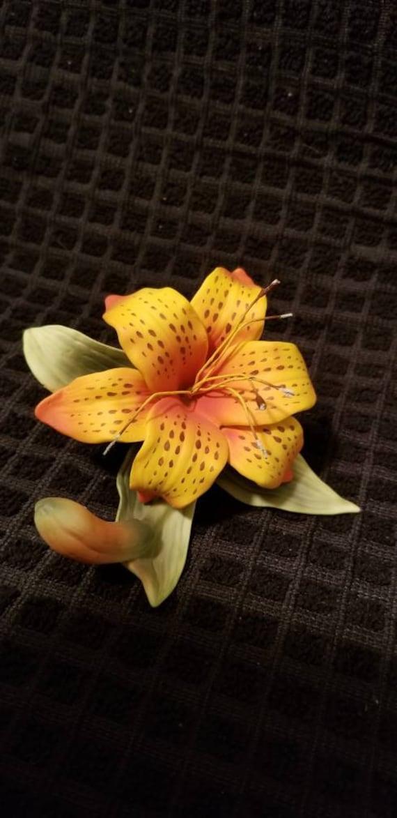 Lefton porcelain tiger lily figurine detailed  taiwain