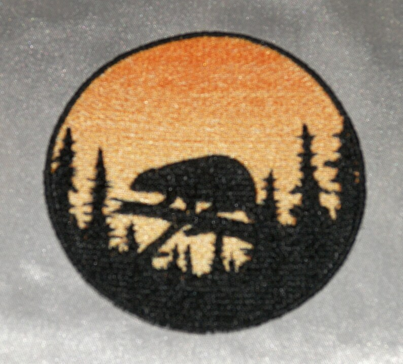 Embroidered Sunset Howling Wolf Silhouette Ombre Circle Patch Iron On Sew On USA