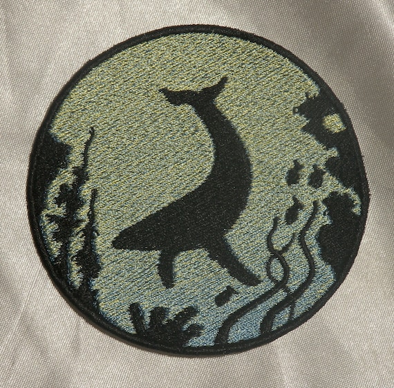 Hampback Whale Jump from Sea Patch Embroidered Applique Badge Iron On Sew On Emblem
