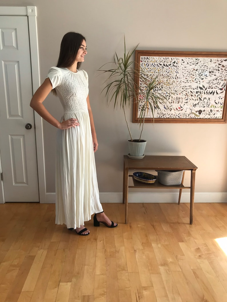1940\u2019s floor length gown perfect bridal or wedding piece size small intricate top detail tulip sleeves super flowy skirt