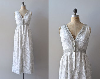 701aee9511c 1960er Jahre Hochzeitskleid     Silber 60er Jahre Kleid     Bonwit Teller  Kleid     Boho Brautkleid