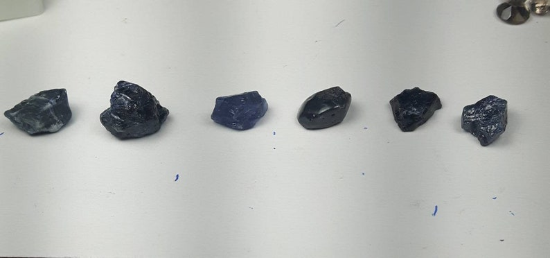 Rough natural sapphire image 0