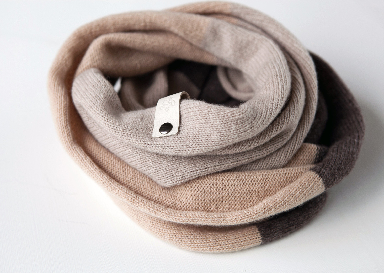 5792037a7a59 Écharpe Cachemire marron pour femmes vêtements androgyne   Etsy