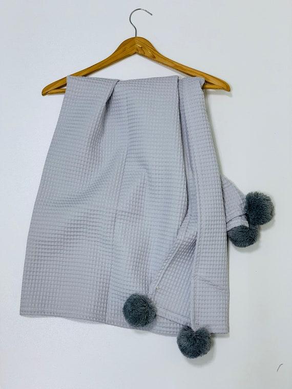 Babees Decke 70x70 Mit Kissen Waffelstoff Baumwolle Waffelpiqué Frühling Sommer Dünn Mit Pompons Badetuch Decke Für Kinder Wickeltuch Grau