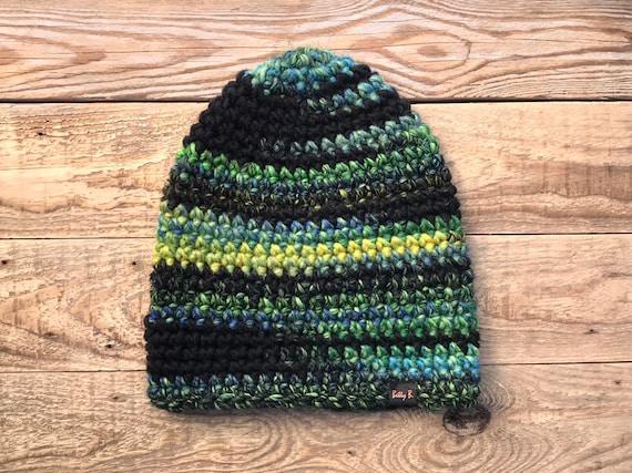 Bunte vegane Wintermütze, häkeln dick Acryl Mütze, Regenbogen Ski oder Snowboard Hut, Geschenk für Einhorn Fan