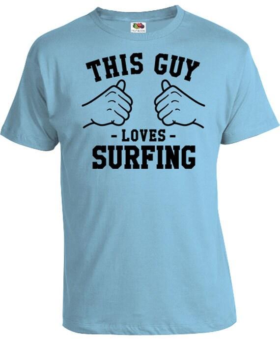 6ffbf27890 Ce mec aime les cadeaux chemise surf T Shirt Surfer pour lui | Etsy