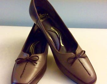 Vintage Brown Selby Fifth Avenue Shoes Size 7 1/2 , Heels with shoe stretcher