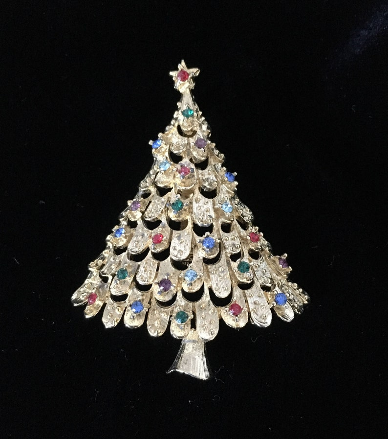 72a5fad3f09 JJ Rhinestone Christmas Tree Pin Christmas Brooch Gold Tone   Etsy