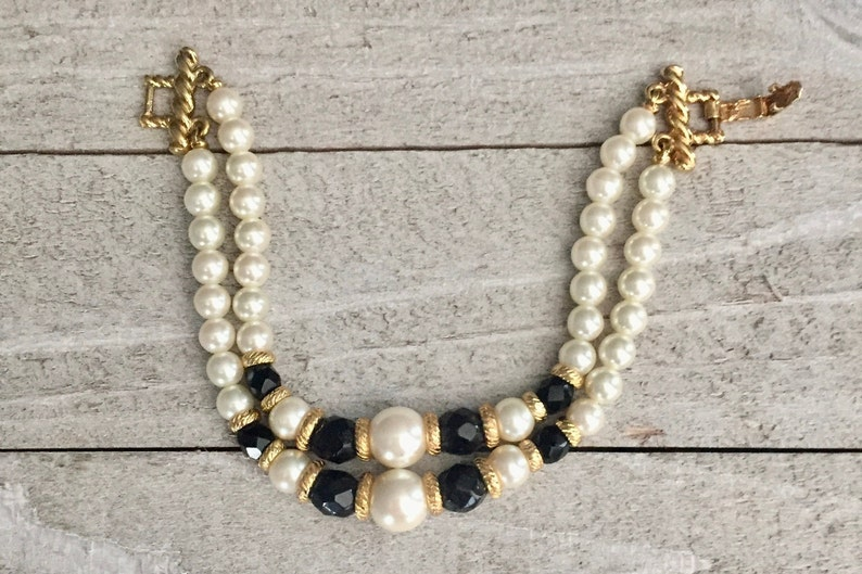 Two Strand Black White Bead Bracelet Faceted Glass Beads Graduated Faux Pearls Gold Tone Spacers Clasp Dressy Vintage 1980s 1990s Gift