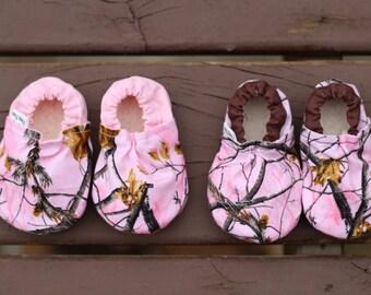 5bc17fd2e205a Camo baby shoes | Etsy