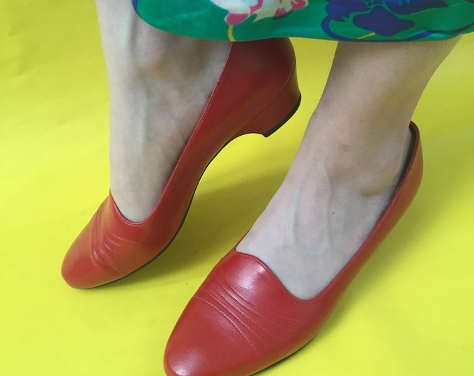 Vintage Red Kitten Heels, Women's Size 7.5, Vintage Lipstick Red Heels, Vintage Retro Pumps, Vintage Heels, Easy Street Pumps