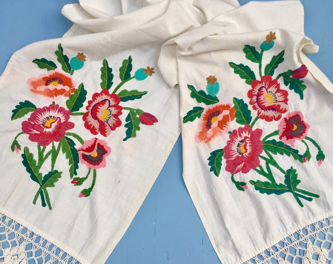 Vintage Floral Embroidered Table Runner, Large Embroidered Table Runner, Vintage Embroidered Linens, Vintage Embroidered Textile