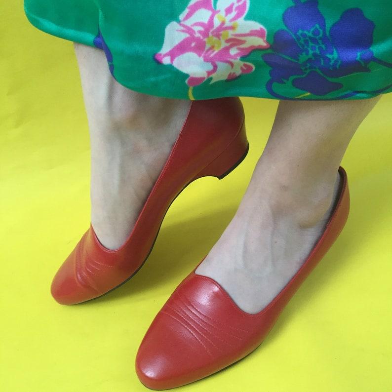 6dd21bc94f2 Vintage Red Kitten Heels Women s Size 7.5 Vintage