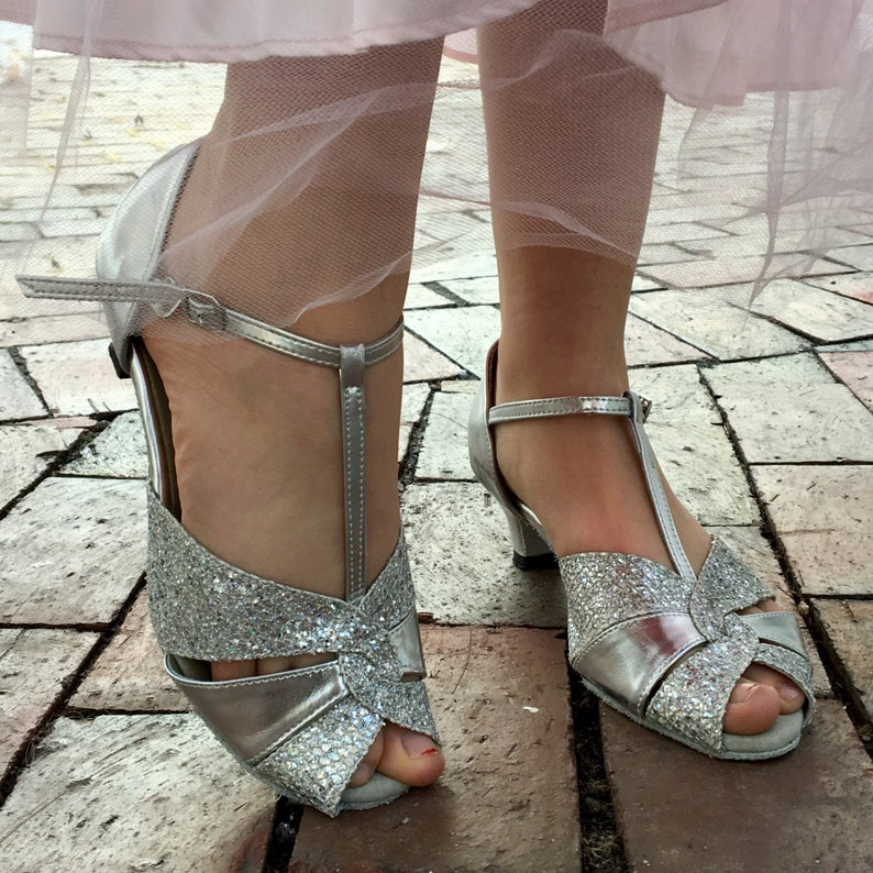 d346ebb9efc Vintage Silver Heels Women s Size 6.5 Vintage Kitten