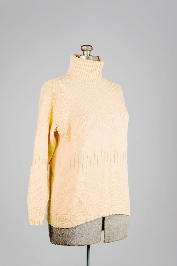 Vintage yellow knitted turtleneck. Medium yellow t