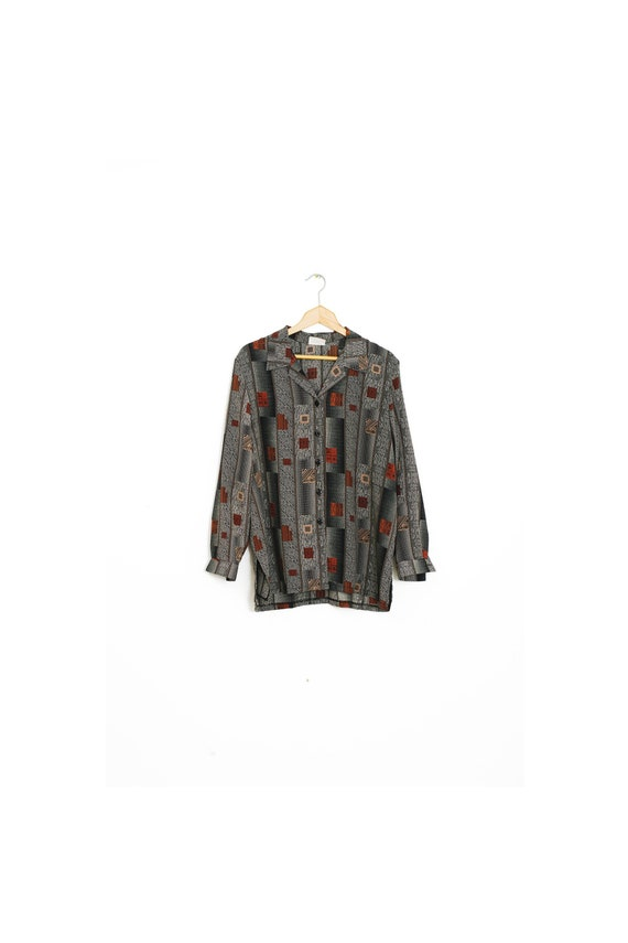 Retro patterned shirt for women. Vintage wide shir