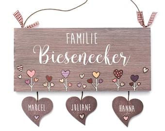 personalisiertes Türschild Holz, Namensschild Familie, Türschild Haustür, Familientürschild mit Herzanhänger