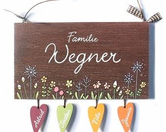 Namensschild Floral, Blumenwiese Pusteblume, Türschild Holz personalisiert, Namensschild Familie handbemalt mit Herzanhänger