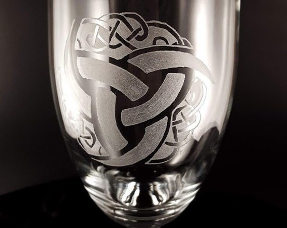 Celtic knots wine glass | Hand Engraved | Free Personalization