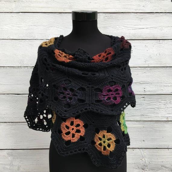 Laine mérinos châle au Crochet, châle foulard Wrap Kit de bricolage, fleur tricot noir Motif dentelle volé, Floral automne hiver grand-maman doudou carré russe