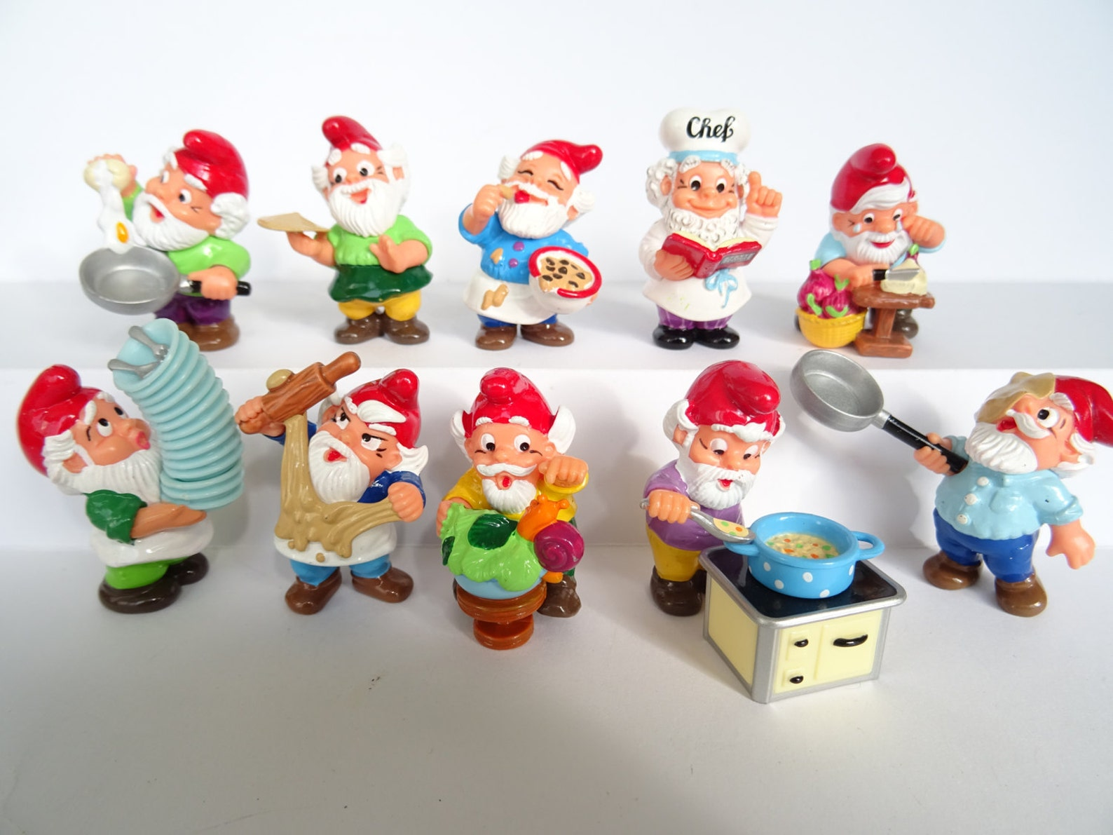 Kinder Surprise Collectible 10 Figures Set Garden Dwarfs Gnomes 1992 in the kitchen Figure Miniature