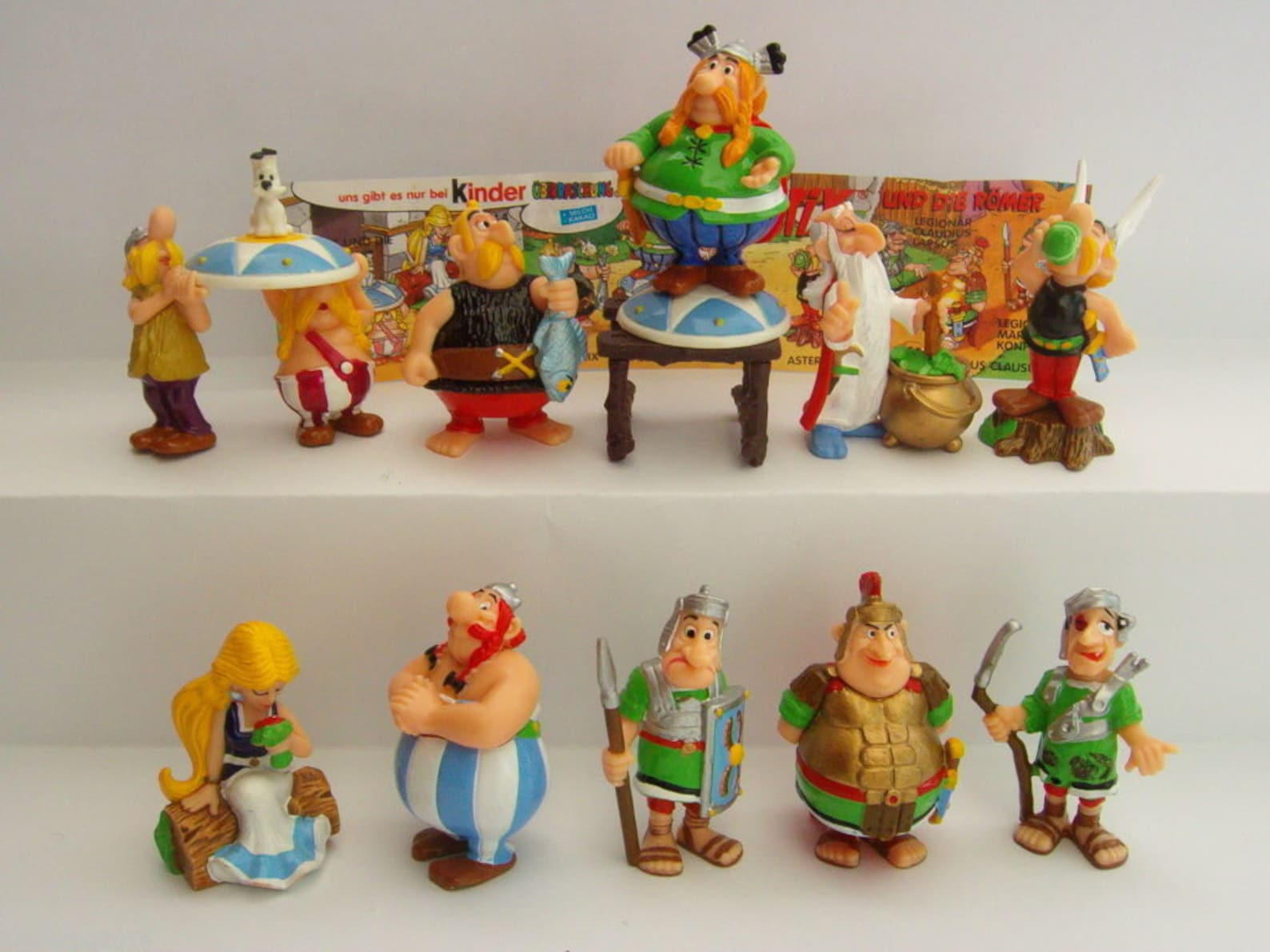 Kinder Surprise Complete Collectible 10 Figures ASTERIX and The ROMANS Figurines Miniatures