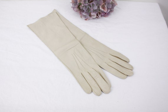 Vintage long kid leather gloves size 7.5, cream le