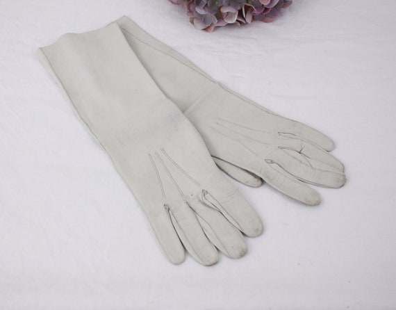 Vintage long kid leather gloves size 7-3/4, white