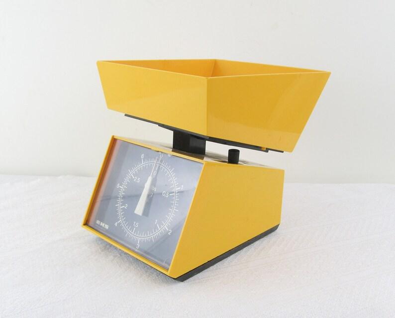 Yellow EKS kitchen scales 3 kg / 6.5 lbs mid century modern image 0