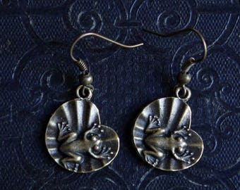 Frog earrings in bronze BOB060