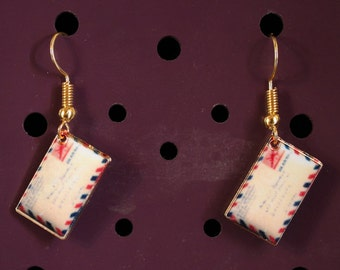 LOVE letter earrings color gold and enamel BOO001