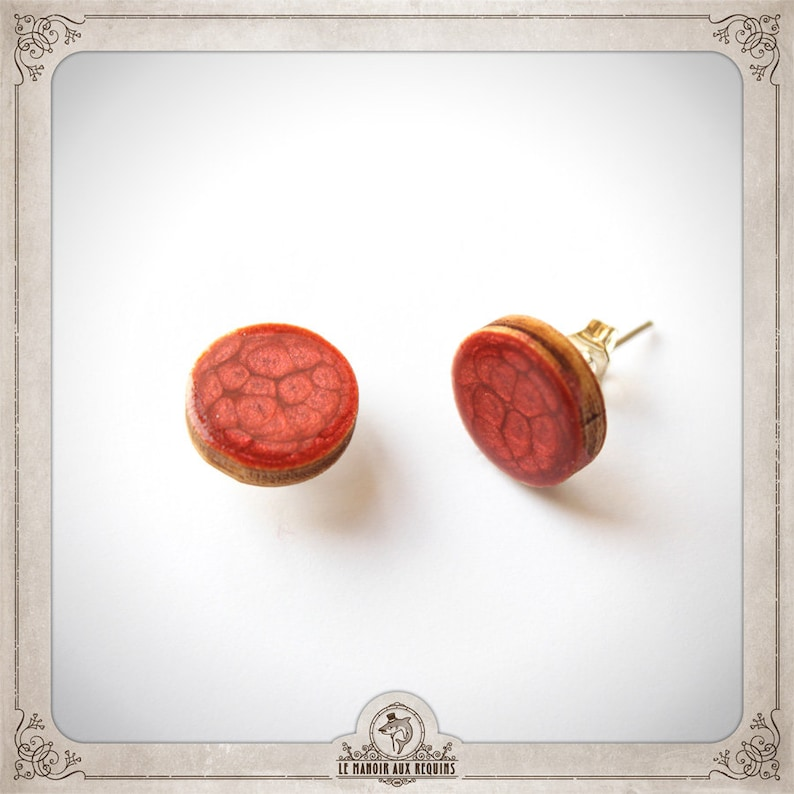 WOODEN chips earrings 12 mm earstud vintage retro minimalist geometric round circles red nails scales snake BOPR014