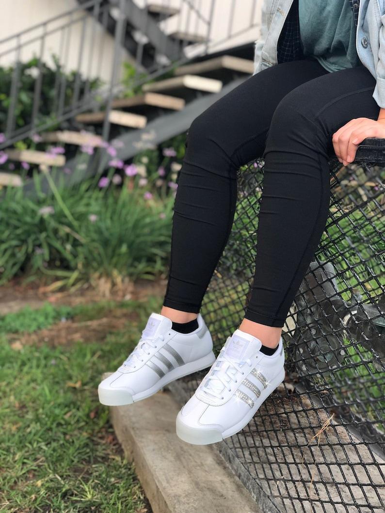 4594a04773c10b Swarovski Damen Adidas Originals Samoa Weiß Silber Sneakers