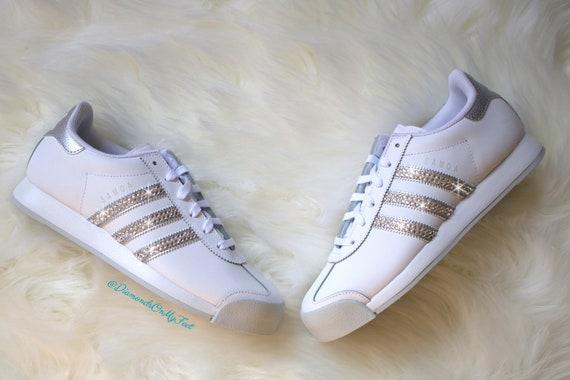 Adidas Originals NMD R1 Grau & Rosa Swarovski Damen Sneakers Blinged Out mit authentischen Swarovski Kristallen benutzerdefinierte Bling Adidas Schuhe