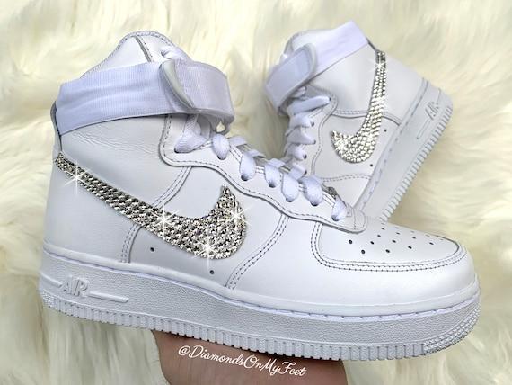 Swarovski vrouwen Nike Air Force 1 hoge alle witte sneakers blinged uit met authentieke duidelijke Swarovski kristallen aangepaste bling Nike schoenen
