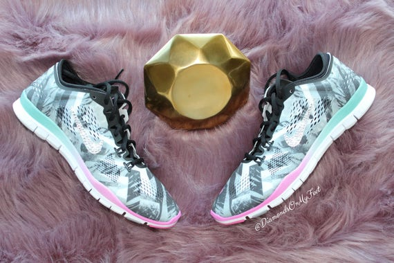14545a908bf00 Size 8 Bling Women s Nike Free Run 5.0 TR Fit 4 Print
