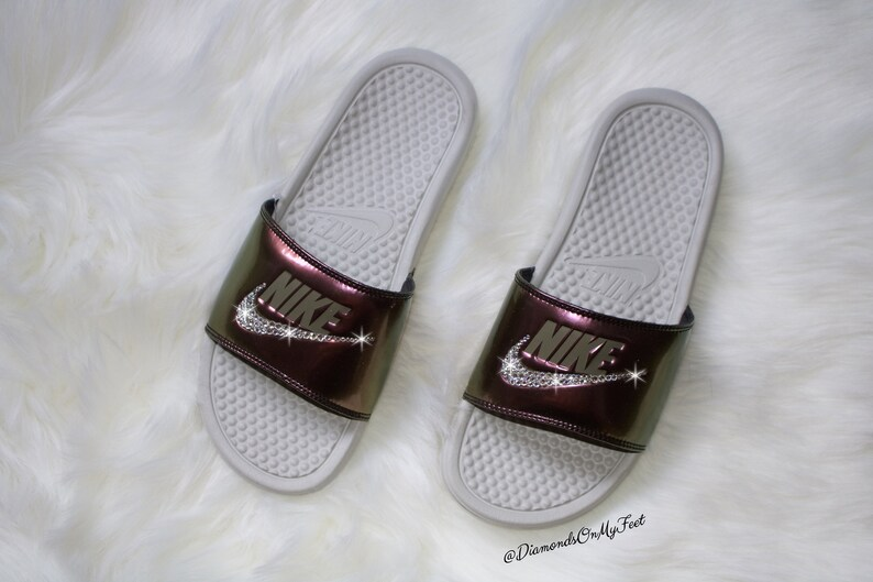 check out 03a84 6e167 Nike Benassi JDI brillant métallique Creme Swarovski femmes   Etsy