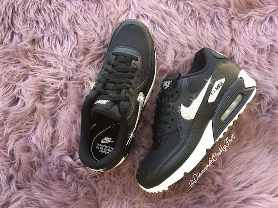 Swarovski Damen Nike Air Max 90 Schwarz & weiß Turnschuhe Blinged Out mit authentischen Swarovski Kristallen benutzerdefinierte Bling Nike Schuhe