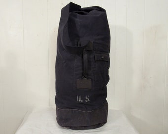 d8877fed29c Vintage duffle bag