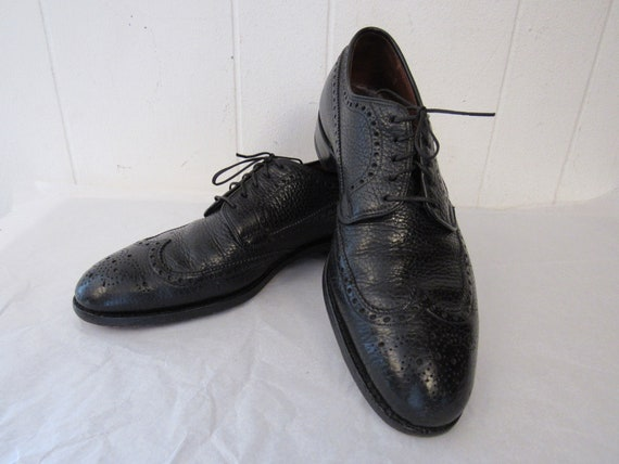 Vintage shoes, black wingtip shoes, 1950s shoes, C