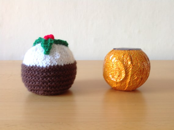 Christmas Mince Pie Chocolate orange cover knitting pattern holly//berry