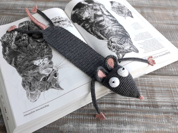 Amigurumi Crochet Rat Bookmark - Supergurumi in 2020 | Leseratte ... | 428x570
