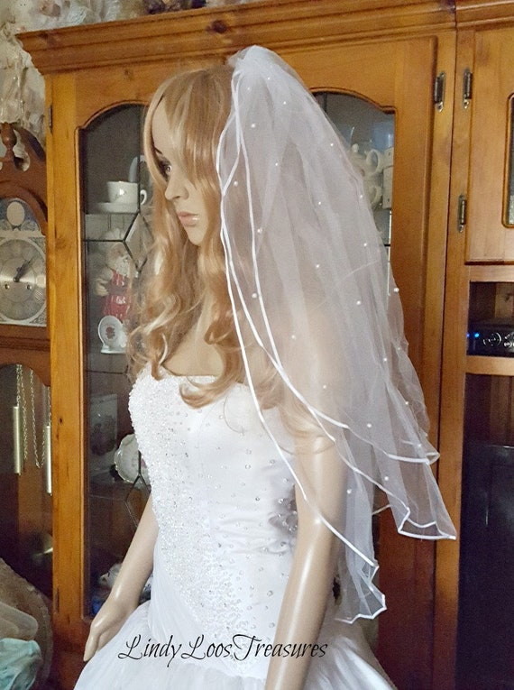 2018 New White or ivory Wedding Bridal veil elbow Length Satin Edge with comb